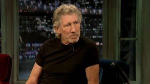 2011-09-27 Roger Waters on Late Night with Jimmy Fallon 03 (1)